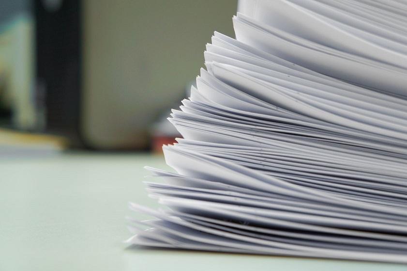 stapel papieren facturen